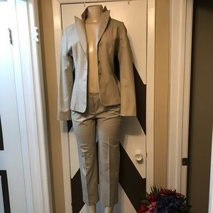 NWOT Tahari/cotton poly blend tailored suit